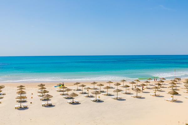 Ett milt klimat, strålande blå himmel och ett glittrande hav med fina sandstränder.